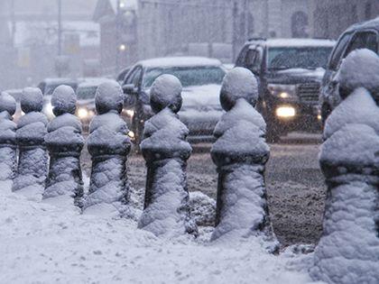 Метели в Москве могут вызвать заторы на дорогах.