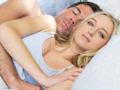 Сон с домашними животными и бокал вина могут стать причиной бессонницы
