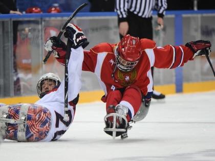 Матч по следж-хоккею между Россией и США на Олимпийских играх в Сочи