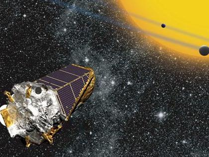 «Кеплер» был запущен специально для поиска экзопланет; весной 2013 года аппарат вышел из строя, однако специалисты NASA нашли способ продолжить его работу