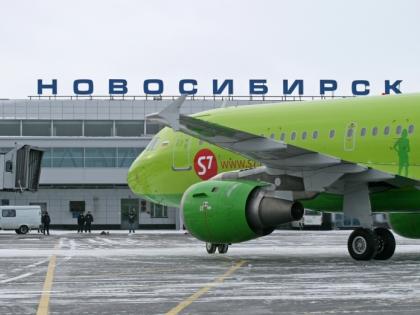 Самолет совершил вынужденную посадку в Новосибирске