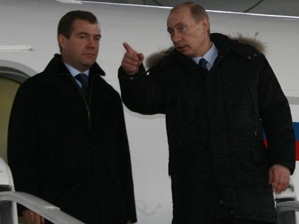 Путин и Медведев попали под сокращение зарплаты