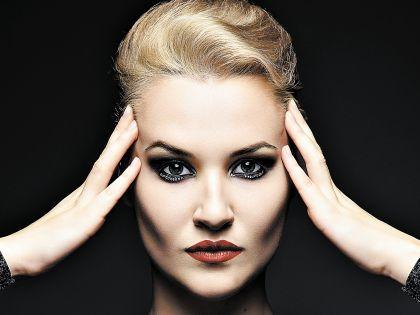 Такой макияж отлично подойдет для тех, кто продолжает праздновать Новый год в более неформальной обстановке