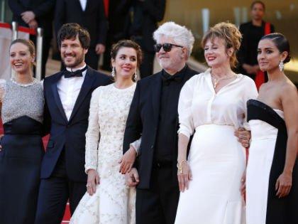 Педро Альмодовар с актерами фильма «Джульетта» на Каннском кинофестивале