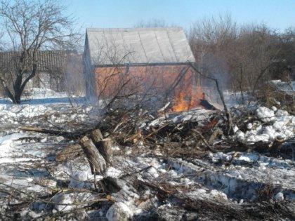 Дома, попавшие под снос в связи с расширение полосы, уже горят