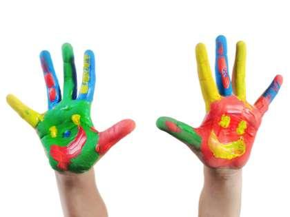 Сделайте все, чтобы ребенку было удобно рисовать, раскрашивать.
