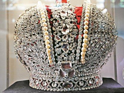 Эту корону сделали из чешского хрусталя для картины Эдмонда Кеосаяна «Новые приключения неуловимых»