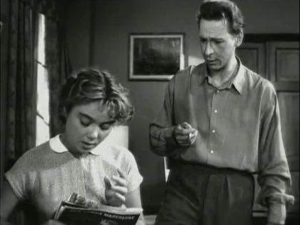 Нина Дорошина и Олег Ефремов в фильме «Рядом с нами» (1957)