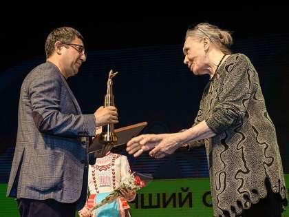 Лучший сценарий – «Побег из Москвабада». Награду получил драматург Юсуп Разыков.