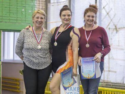 Главный редактор «Между нами, женщинами» Светлана Хрусталева (в центре) завоевала золото