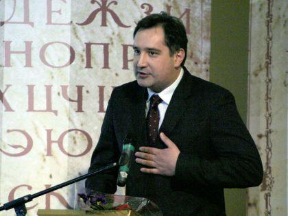 """Рогозин обвинил """"галстукопожирателей"""" в своей неопрятности"""
