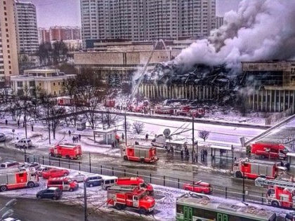 В МЧС по Москве сообщили, что работы по ликвидации пожара продлятся до утра 1 февраля
