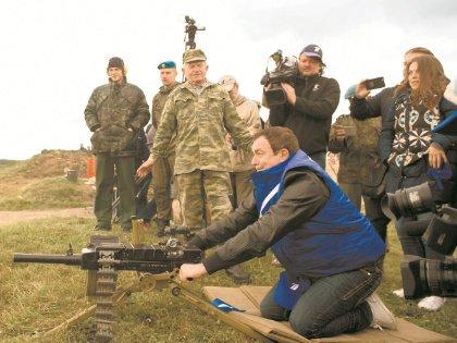 Дмитрий Дибров в Туле пострелял из многих видов оружия