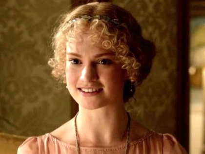Лили Джеймс в сериале «Аббатство Даунтон»