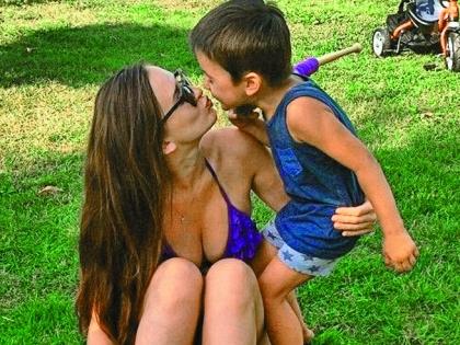 Младшая дочь Рита с сыном Митей любят бывать на даче