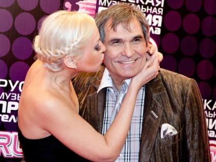 Бари Алибасов с супругой