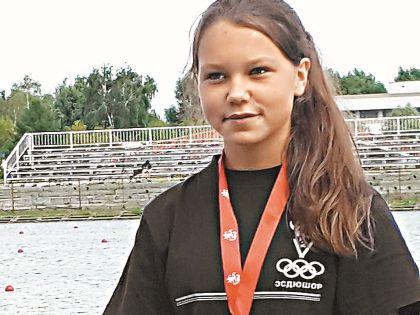 Ангелине 14 лет, она два года занимается греблей и делает серьезные успехи в спорте