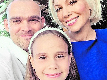 Аврора с мужем и дочерью