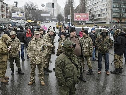 Бойцами блокировано движение транспорта на одной из крупнейших магистралей Киева