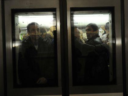 """Находясь внутри вагона, сообщать о возможном террористе, как советуют, по связи """"пассажир – машинист"""" опасно, предупреждает эксперт"""