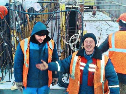 Сейчас Белов успешно работает прорабом на минских стройках
