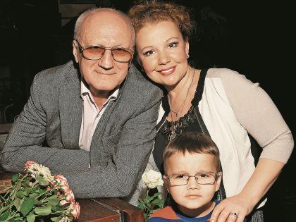 Юрий Беляев с женой Татьяной Абрамовой и ее сыном