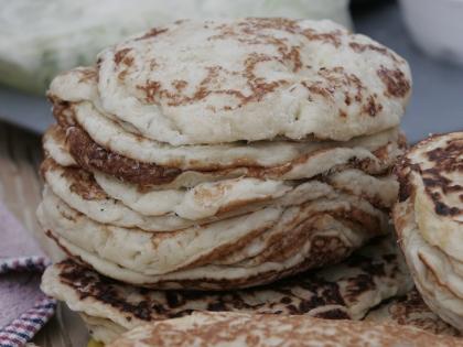 Диетолог: Лучше съесть пару блинов с творогом или вареным мясом, чем десять – без начинки