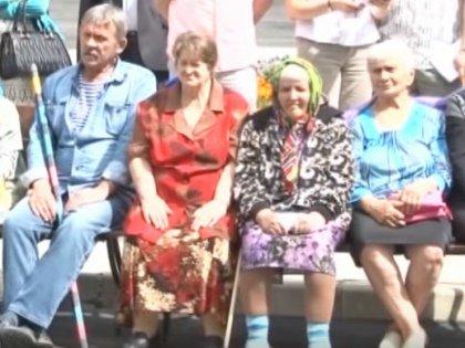 Обитатели Новодугинского дома престарелых
