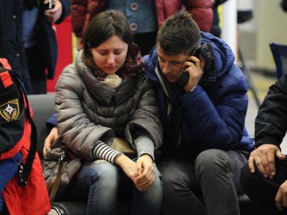 Родственники погибших в аэропорту Ростова