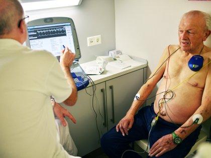 Врачи путают болезнь Паркинсона с алкоголизмом