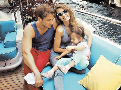Виктория Боня с мужем Алексом Смертфитом и дочерью