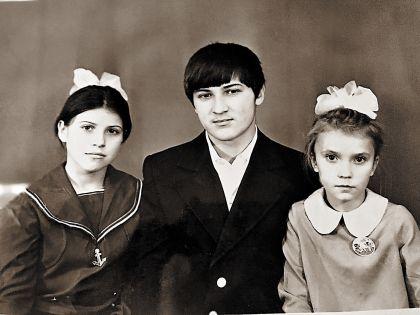 На фото: Юлия (справа), пропавший брат Вячеслав, сестра Ольга