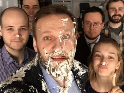 Алексей Навальный после атаки тортом