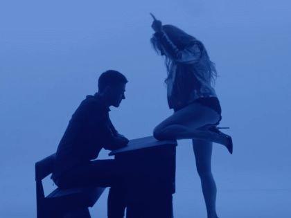 Кадр из клипа Алисы Вокс