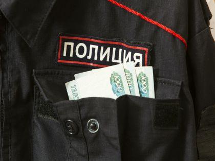 Мужчину уволят из органов внутренних дел и накажут за взяточничество