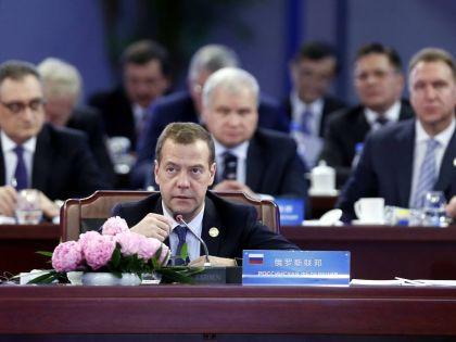 Дмитрий Медведев на заседании в Китае