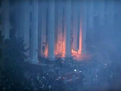 Пожар и баррикада на ступенях Дома профсоюзов в Одессе 2 мая 2014 года