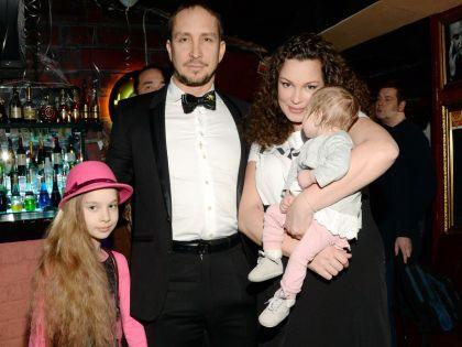Данко с женой Натальей и дочерьми – Соней и Агатой