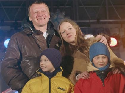 Алексей Серебряков с детьми