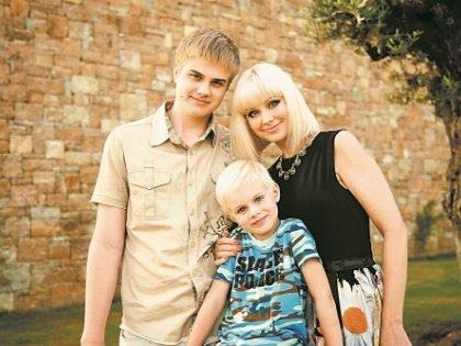 С детьми: старшим Арсением и младшим Анатолием