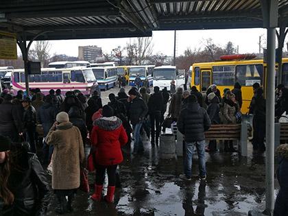 В результате обстрела в городе повреждены также две школы, детский сад