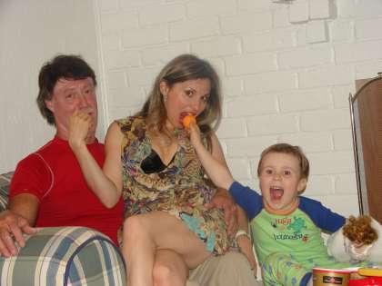 Лариса Черникова с уже бывшим мужем Джеймсом и их общим сыном Кириллом (Иваном)