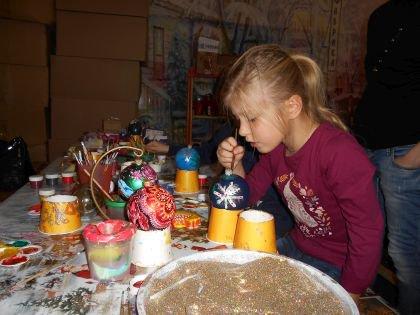 На занятии в музее «Фабрика елочных игрушек»