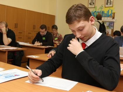 В 2015 году школьники сдадут ЕГЭ по литературе 25 мая