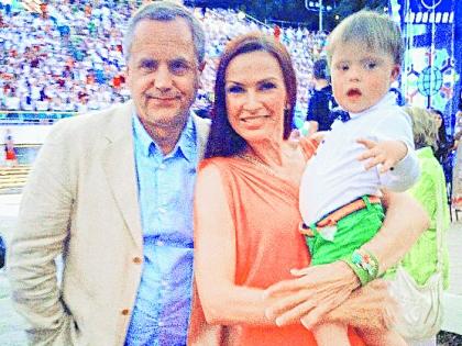 Андрей Соколов и Эвелина Бледанс с сыном