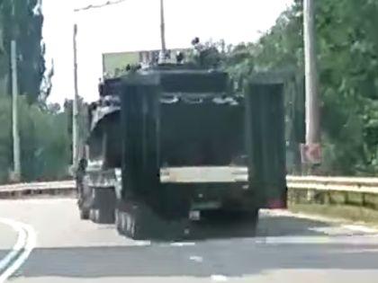 Тягач с танком за секунды до аварии