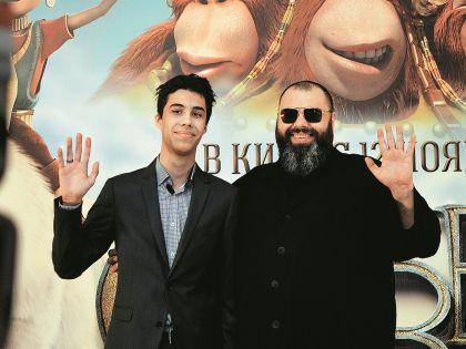 Максим Фадеев с сыном на премьере мультфильма «Савва. Сердце воина».