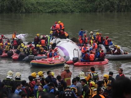 В авиакатастрофе ATR-72-600 в Тайбэе погибли 32 человека