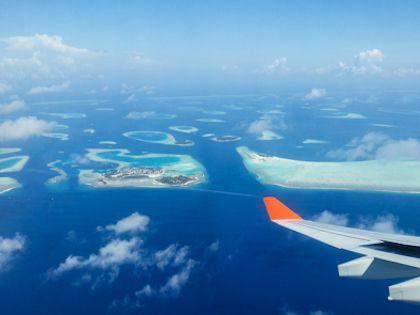 Острова Мальдивской республики раскиданы по океану словно бусины гигантского ожерелья