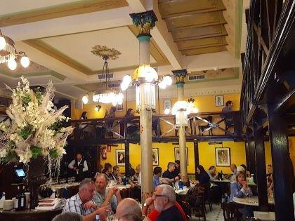 В ресторане сохранилась уникальная атмосфера начала прошлого века